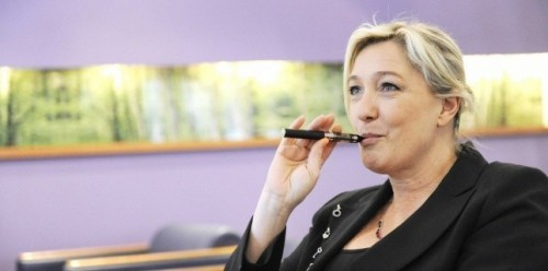 marine-le-pen-cigarette-électronique.jpg